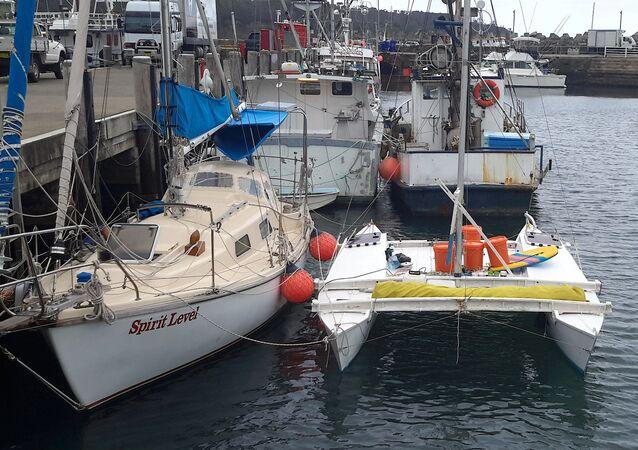 Jachta, na které se Alan Langdon a jeho dcera vydali na  plavbu