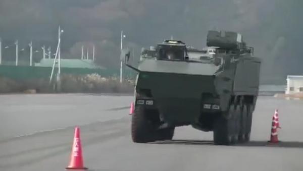 Japonsko ukázalo obrněný transportér pro ochranu před vpádem na ostrovy - Sputnik Česká republika