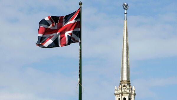 Britská vlajka na pozadí Britské ambasády v Moskvě - Sputnik Česká republika