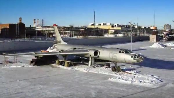 Montování letadla Tu-16LL - Sputnik Česká republika