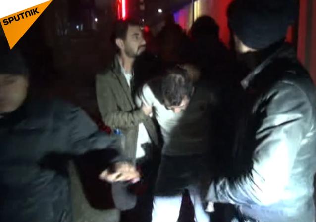 Zadržení podezřelého střelce z klubu v Turecku