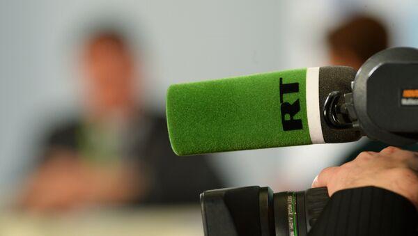 Mikrofon televize RT - Sputnik Česká republika