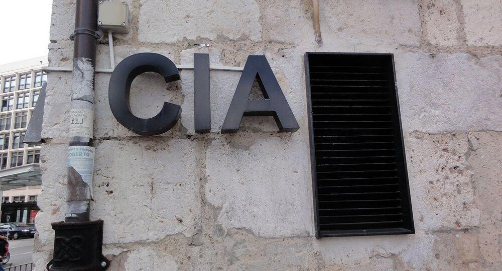 Logo CIA na stěně