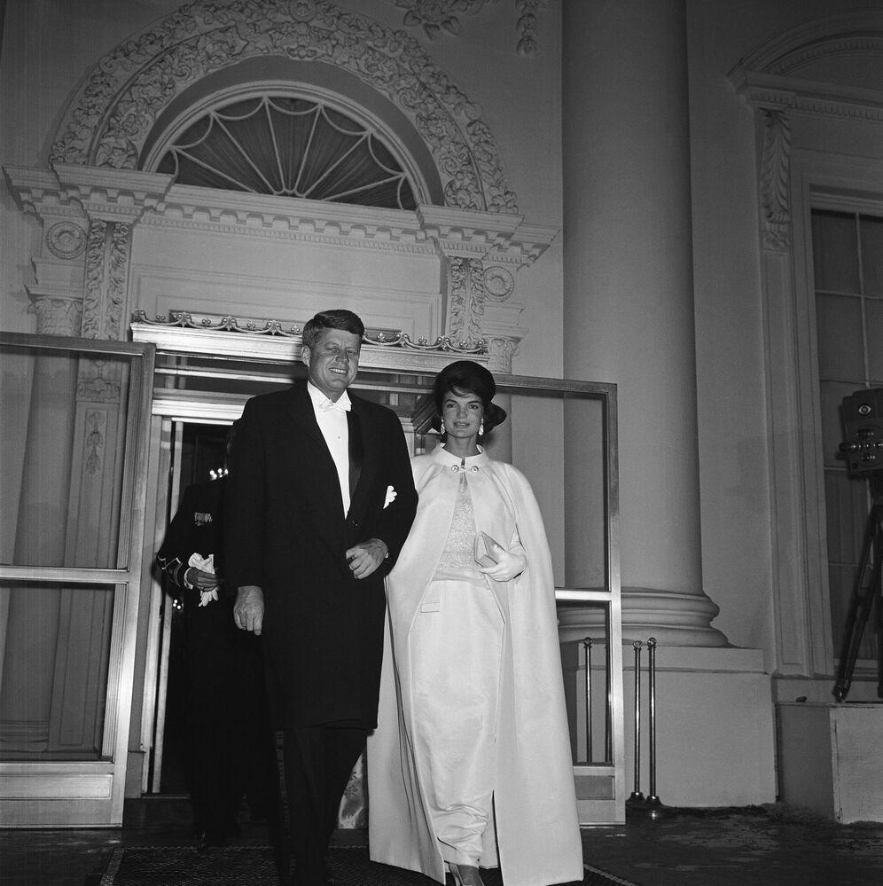 John Kennedy s manželkou