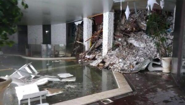 Kvůli nepříznivým klimatickým podmínkám se záchranáři pokoušeli několik hodin dostat do hotelu - Sputnik Česká republika