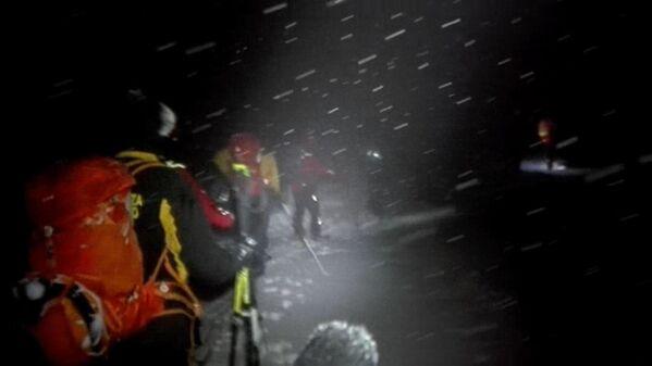 První skupina záchranářů dorazila k hotelu na lyžích až okolo 4:30 - Sputnik Česká republika