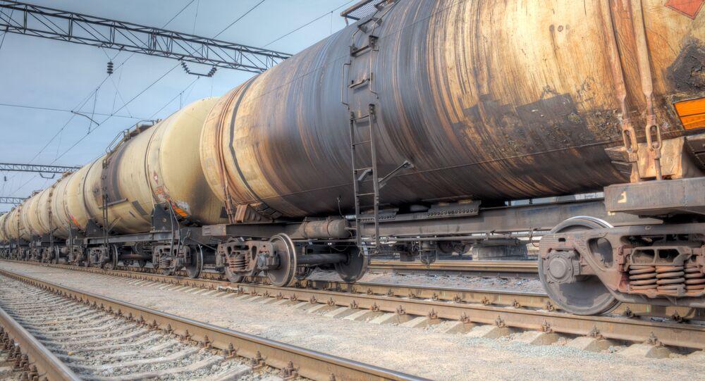 Nákladní vlak s ropou