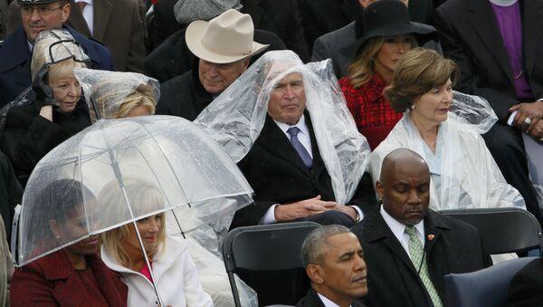 Bývalý prezident George Bush během inaugurace Donalda Trumpa - Sputnik Česká republika