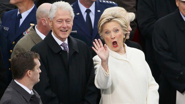 Bill Clinton a Hillary Clintonová před inaugurací Donalda Trumpa - Sputnik Česká republika