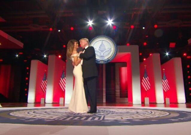 Trump s manželkou si zatančili první tanec na inauguračním plesu