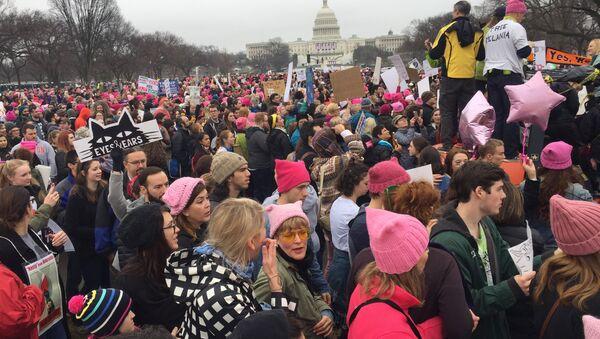 Pochod žen proti Trumpovi - Sputnik Česká republika