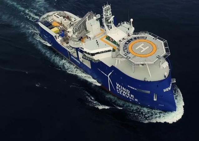 Windea La Cour – loď s přídí i zádí ve tvaru X