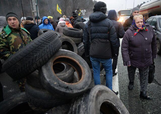 Blokováním vjezdů do Kyjeva