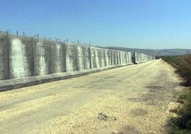 Betonová stěna na hranice Sýrie a Turecka