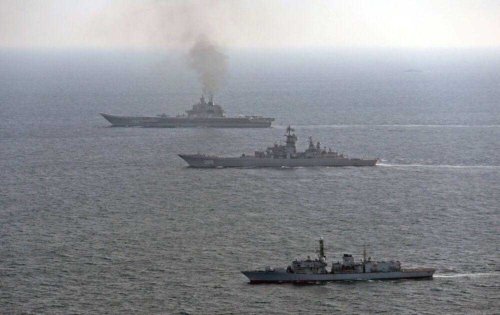 Britské lod'stvo a letectvo sledují křižník Admirál Kuzněcov