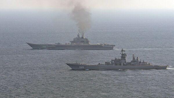 Britské loďstvo doprovází ruské lodě Petr Velký a Admirál Kuzněcov - Sputnik Česká republika