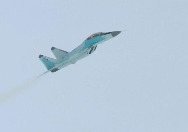 První předváděcí let nové stíhačky MiG-35 v Luchovici