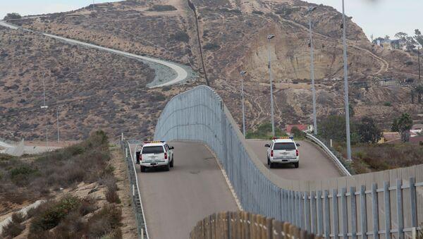 Hranice mezi Mexikem a USA - Sputnik Česká republika