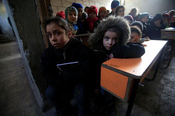 Školáci ve třídě v Aleppu - Sputnik Česká republika