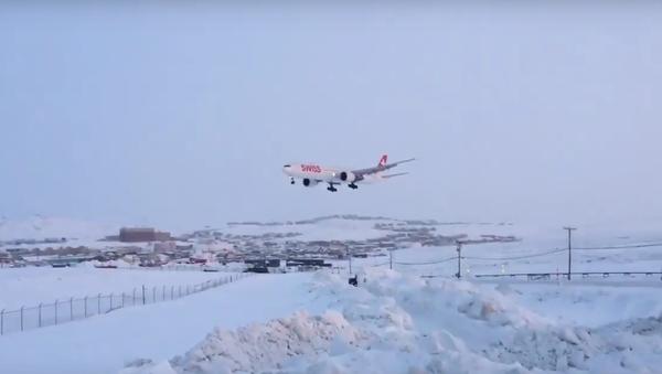 Nouzové přistání s jedním motorem - Sputnik Česká republika
