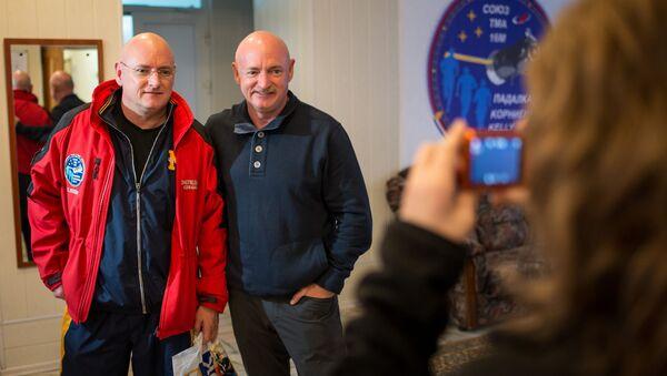 Scott a Mark Kelly - Sputnik Česká republika