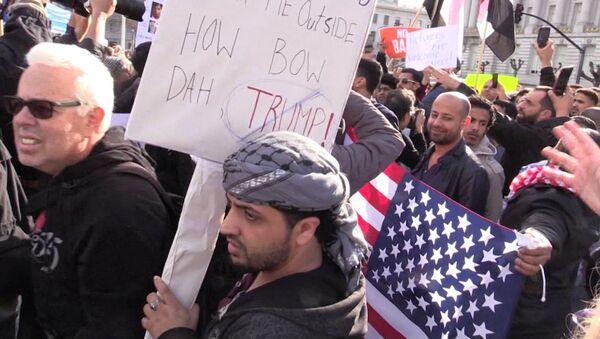 Protesty proti Trumpovu výnosu o běžencích v USA - Sputnik Česká republika