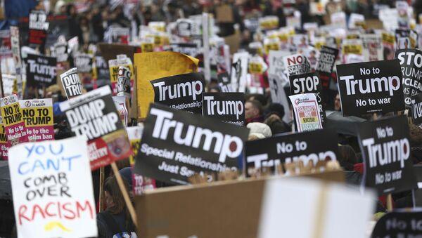 Protestní akce proti Trumpovi - Sputnik Česká republika