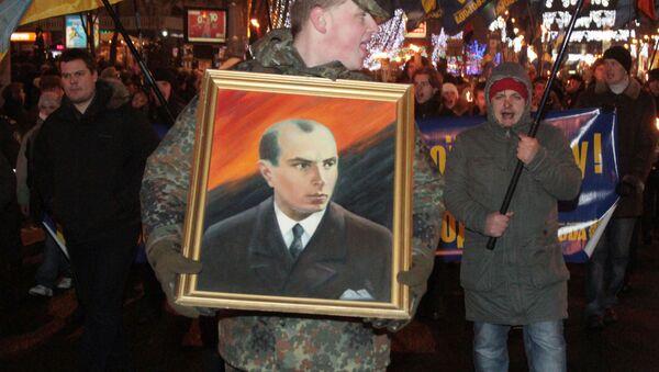 Muž s portrétem Stepana Bandery - Sputnik Česká republika