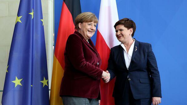 Německá kancléřka Angela Merkelová a polská premiérka Beata Szydłová - Sputnik Česká republika