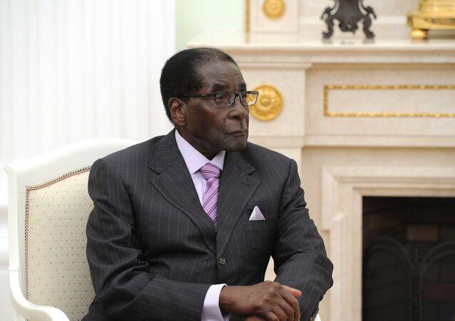 Bývalý prezident Zimbabwe Robert Mugabe během schůzky s ruským prezidentem Vladimirem Putinem v Moskvě (10. 5. 2015).