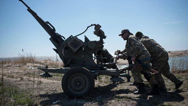 Ukrajinští vojáci na Donbasu - Sputnik Česká republika
