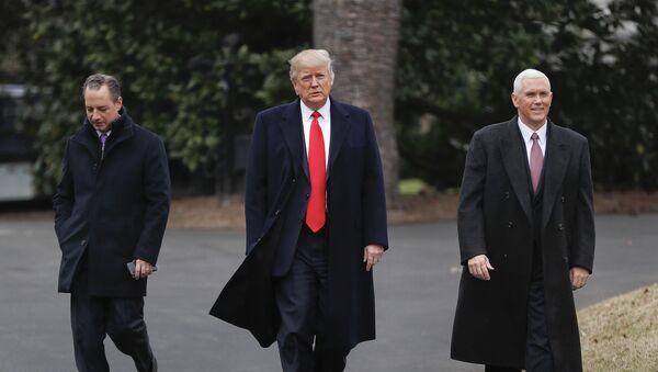 Šéf aparátu Bílého domu Reinc Priebus, prezident USA Donald TRump - Sputnik Česká republika