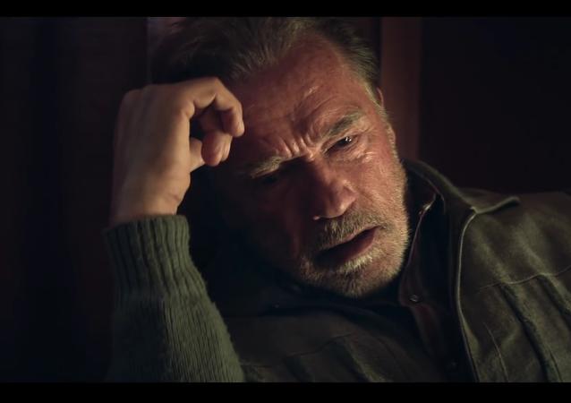 Vyšel trailer k filmu, ve kterém si Schwarzenegger zahrál Vitalije Kalojeva