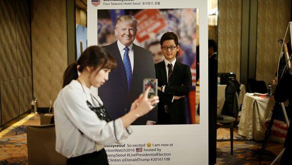 Plakát s Trumpem - Sputnik Česká republika