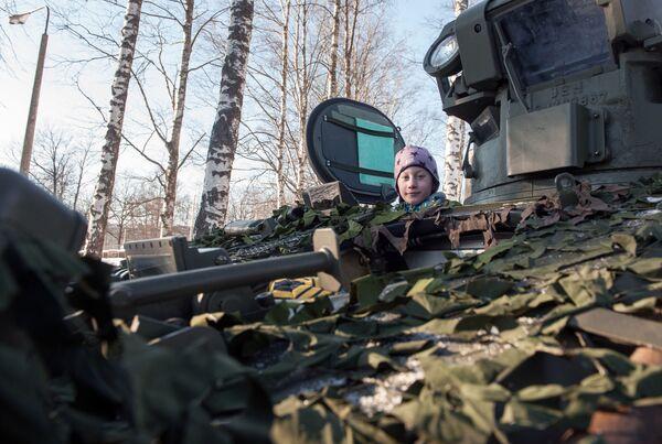 Ukázka vojenské techniky NATO v Lotyšsku - Sputnik Česká republika