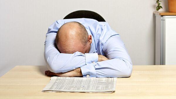Úředník spí v pracovně - Sputnik Česká republika