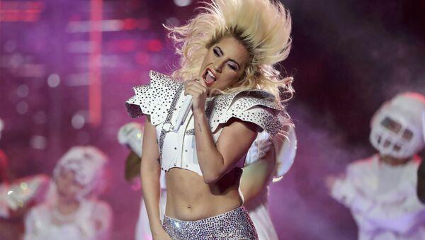Lady Gaga vystupuje na Super Bowl LI v Texasu - Sputnik Česká republika
