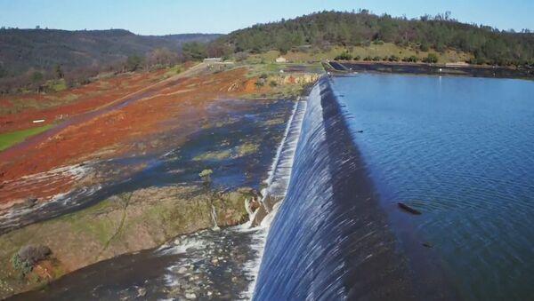 Poškození vodního přepadu přehrady v USA - Sputnik Česká republika