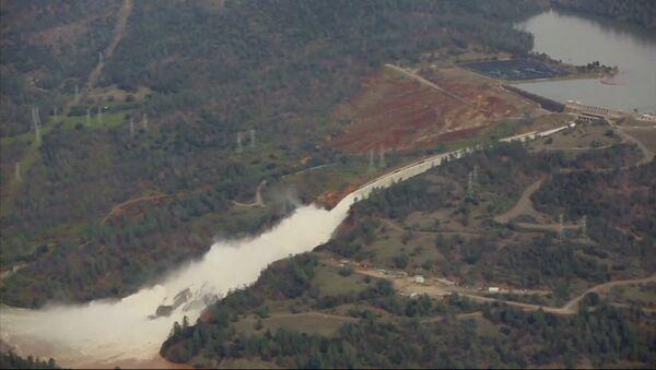 Lidé evakuovaní zpod přehrady Oroville v Kalifornii - Sputnik Česká republika