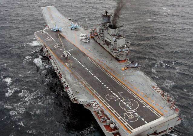 Těžký letadlový křižník ruského vojenského námořnictva Admirál Kuzněcov