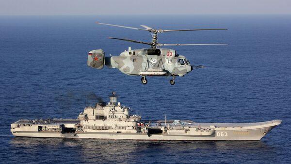 Těžký letadlový křižník Admirál Kuzněcov a vrtulník Ka-29 - Sputnik Česká republika