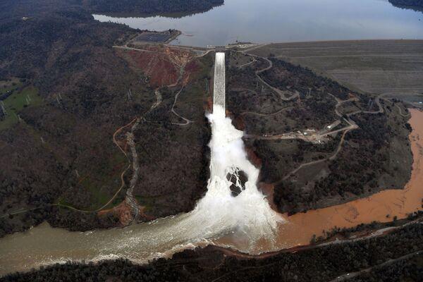 Poškozená přehrada v Oroville, Kalifornie, USA - Sputnik Česká republika