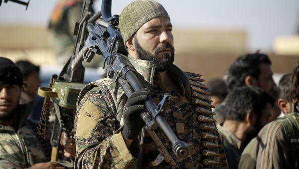 Bojovníci kurdsko-arabské aliance v okolí Rakky - Sputnik Česká republika