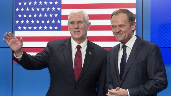 Setkání viceprezidenta USA Mika Pence a hlavy Evropské rady Donalda Tuska - Sputnik Česká republika