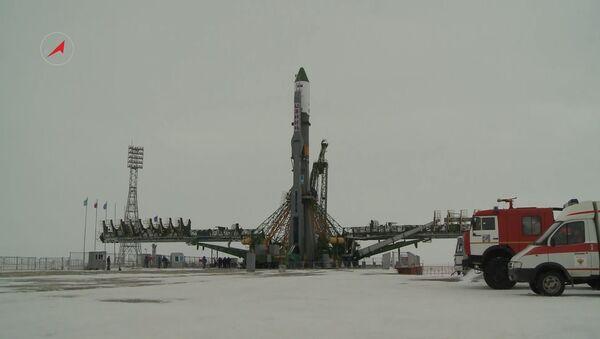 Vyvezení raketového nosiče Sojuz-U s nákladní lodí Progress MS-05 - Sputnik Česká republika