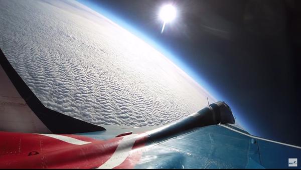 Let k hranicím vesmíru ruskou stíhačkou MiG-29 - Sputnik Česká republika