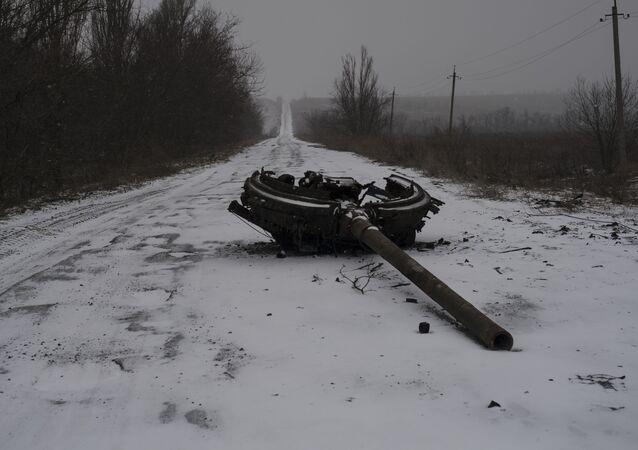Následky ostřelování obce Kominternovo na Donbasu