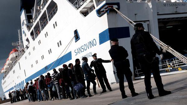 Migranti na Lampeduse - Sputnik Česká republika