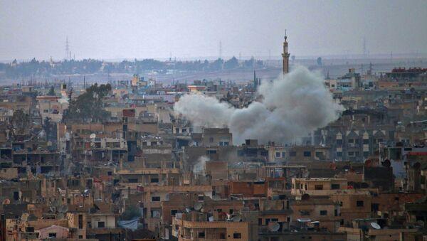 Kouř nad městem Dar'á v Sýrii - Sputnik Česká republika