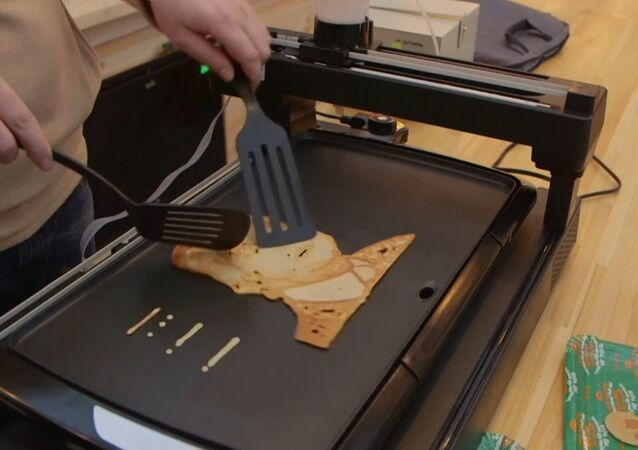 Robot peče bliny k masopustu